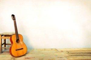 איך מנגנים בגיטרה