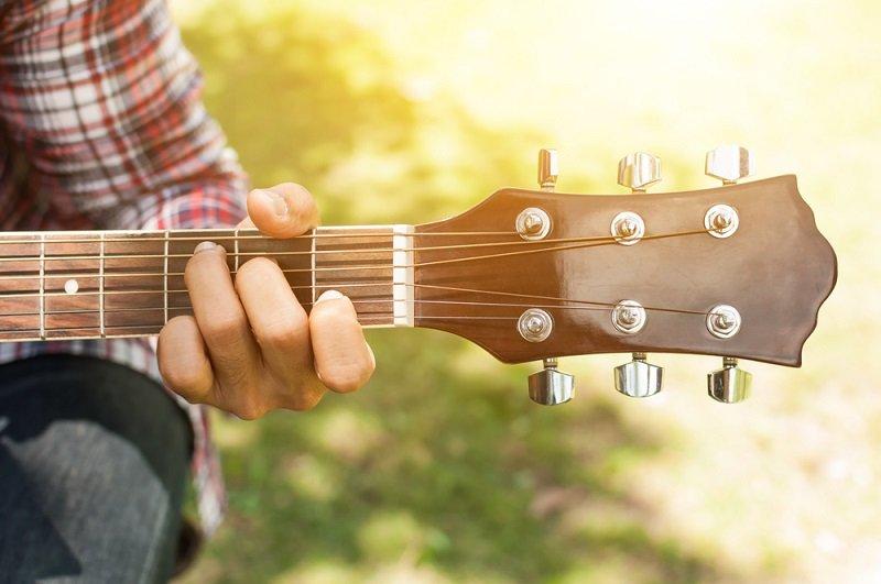 מורה לגיטרה בתל אביב
