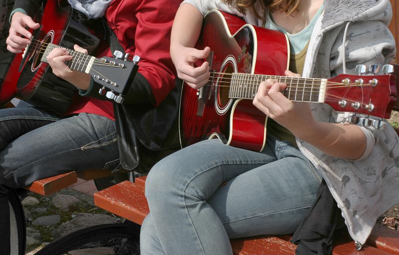 שיעורי גיטרה בקבוצות לימוד ודרך קורס