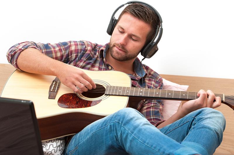 מורה לגיטרה אונליין