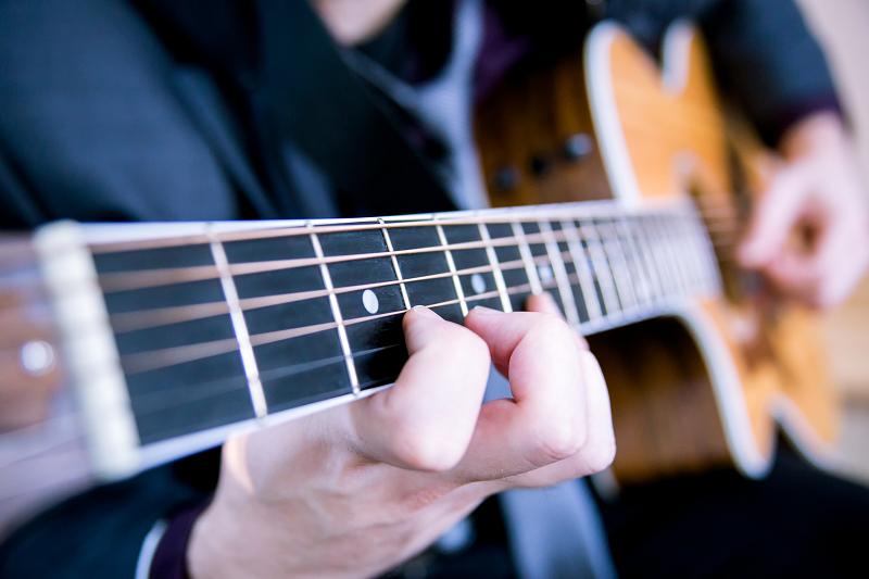 לימוד גיטרה למתחילים על ידי מורה מקצועי
